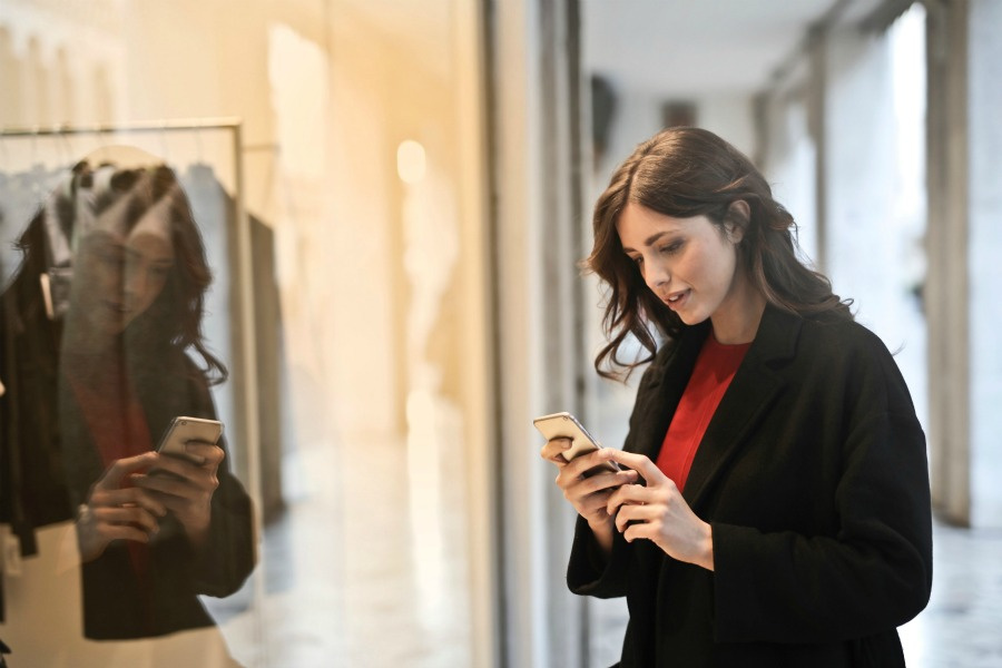 woman-on-phone-shopping